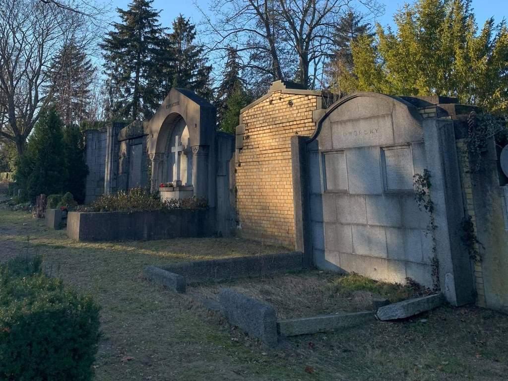 cmentarne prace